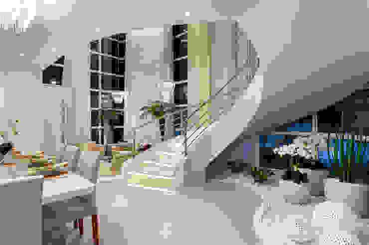 Phòng học/văn phòng phong cách hiện đại bởi Designer de Interiores e Paisagista Iara Kílaris Hiện đại
