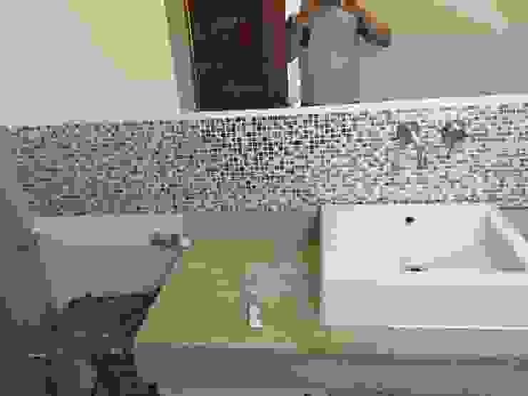 Baños Baños de estilo moderno de JORGE PALMA PAPIC E.I.R.L. Moderno