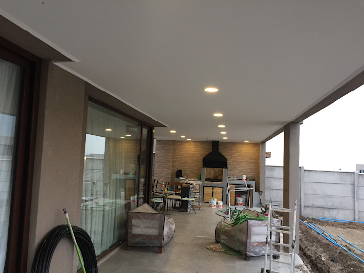 Terrazas, Quinchos JORGE PALMA PAPIC E.I.R.L. Balcones y terrazas modernos