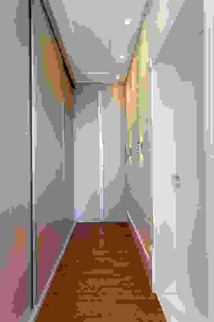 Designer de Interiores e Paisagista Iara Kílaris Modern dressing room