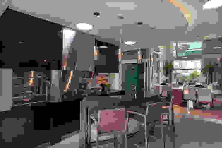 Designer de Interiores e Paisagista Iara Kílaris Modern garage/shed