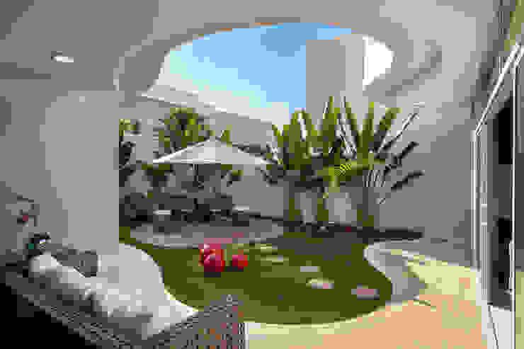 Designer de Interiores e Paisagista Iara Kílaris Modern houses