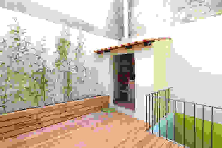 Balcone, Veranda & Terrazza in stile moderno di Lisbon Heritage Moderno