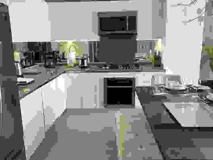 loft 268-401 Cocinas de estilo moderno de DECO Designers Moderno