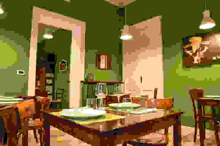 Mise en place con tovaglietta verde acido e bicchieri a calice Arch. Sara Pizzo - Studio 1881 Negozi & Locali commerciali in stile eclettico Legno Verde