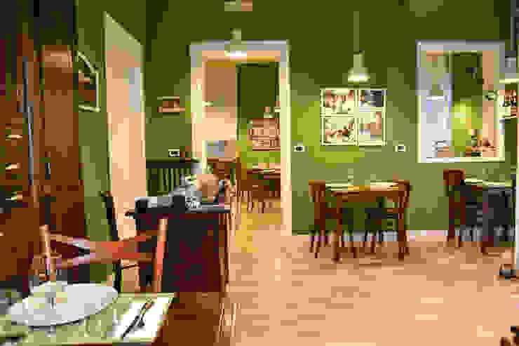 Sala ristorante con pavimento effetto legno e pareti colorate Arch. Sara Pizzo - Studio 1881 Negozi & Locali commerciali in stile eclettico Legno Verde