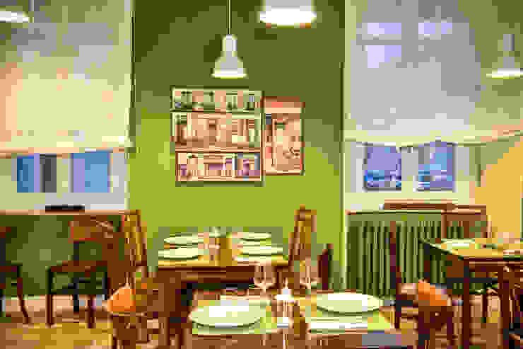Sala ristornate con termosifone in ghisa colorato come pareti Negozi & Locali commerciali in stile eclettico di Arch. Sara Pizzo - Studio 1881 Eclettico Legno Effetto legno