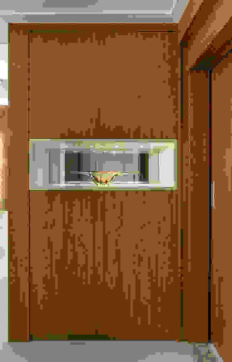 Koridor & Tangga Modern Oleh Bruno Sgrillo Arquitetura Modern Kayu Wood effect