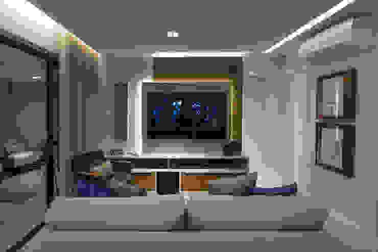 Ruang Media Modern Oleh Bruno Sgrillo Arquitetura Modern