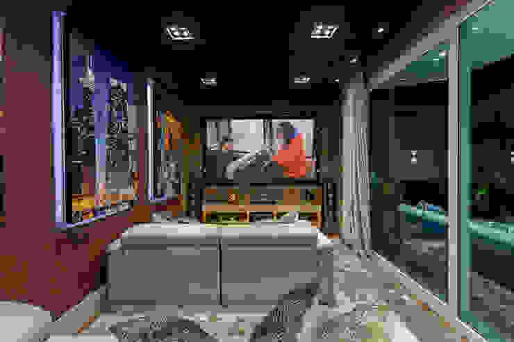 Casa Real Salas multimídia modernas por Designer de Interiores e Paisagista Iara Kílaris Moderno