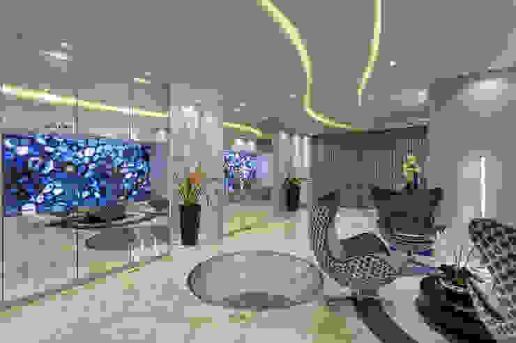 Casa Real Corredores, halls e escadas modernos por Designer de Interiores e Paisagista Iara Kílaris Moderno
