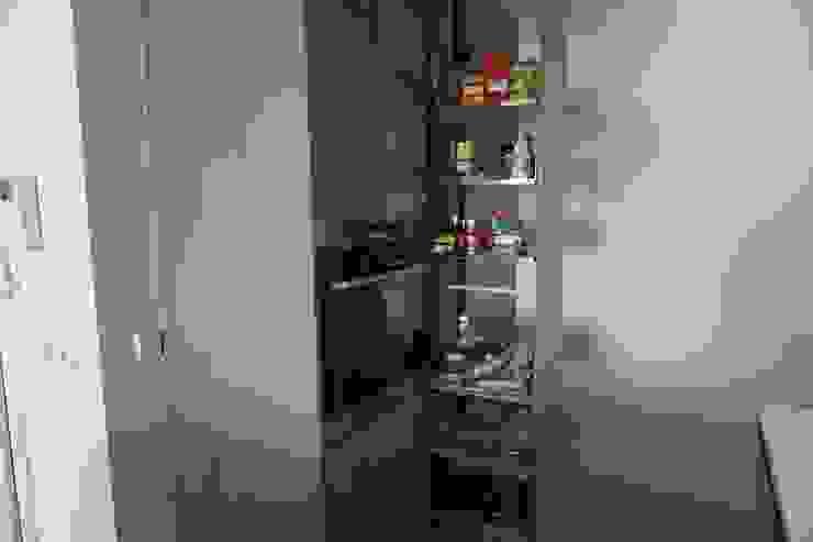 Despensa de almacenaje columna extraible de Decodan - Estudio de cocinas y armarios en Estepona y Marbella Moderno