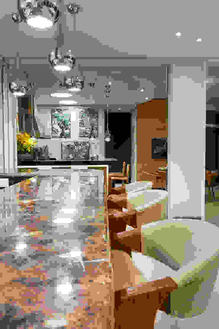 Moderne Küchen von Designer de Interiores e Paisagista Iara Kílaris Modern
