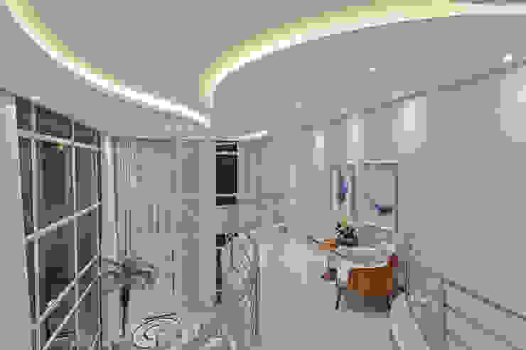 Moderner Flur, Diele & Treppenhaus von Designer de Interiores e Paisagista Iara Kílaris Modern