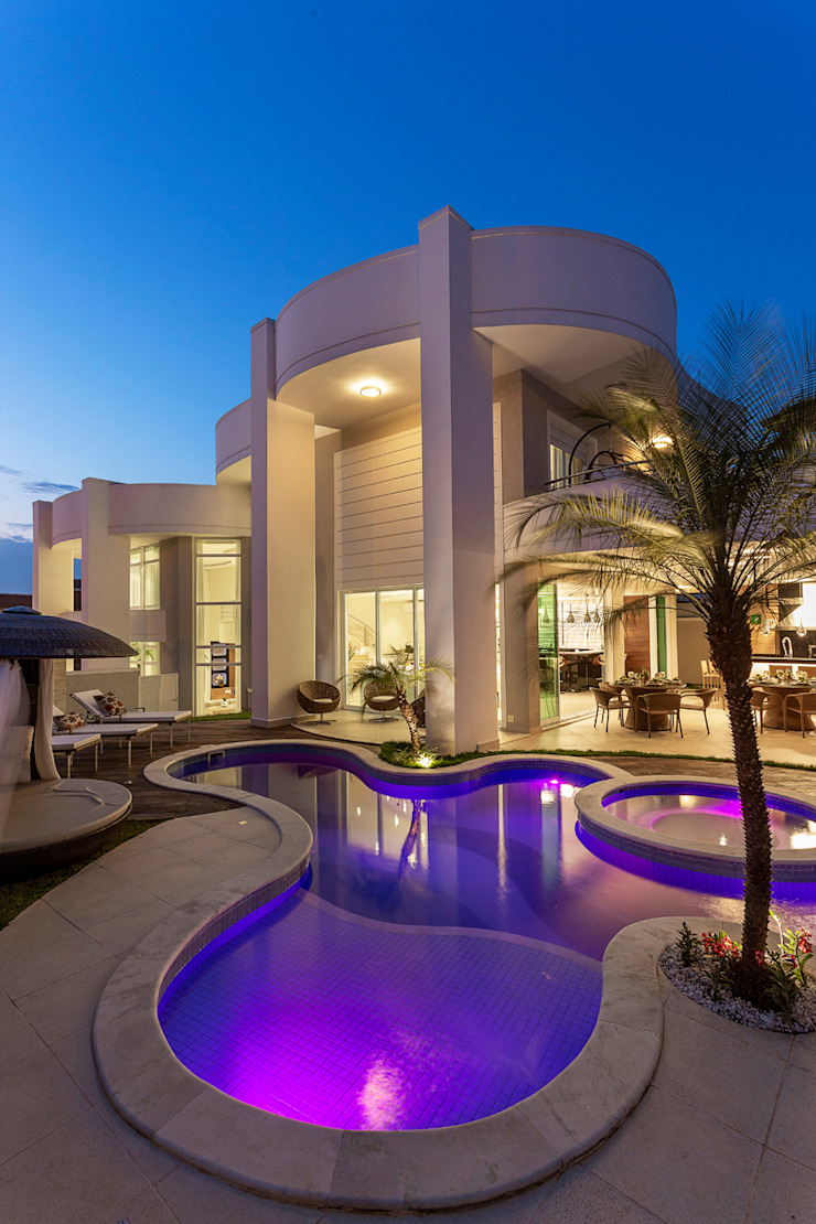 Moderne Pools von Designer de Interiores e Paisagista Iara Kílaris Modern