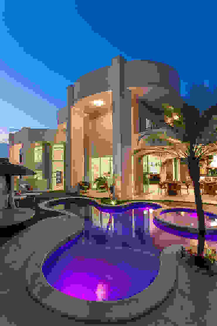 Piscinas modernas por Arquiteto Aquiles Nícolas Kílaris Moderno