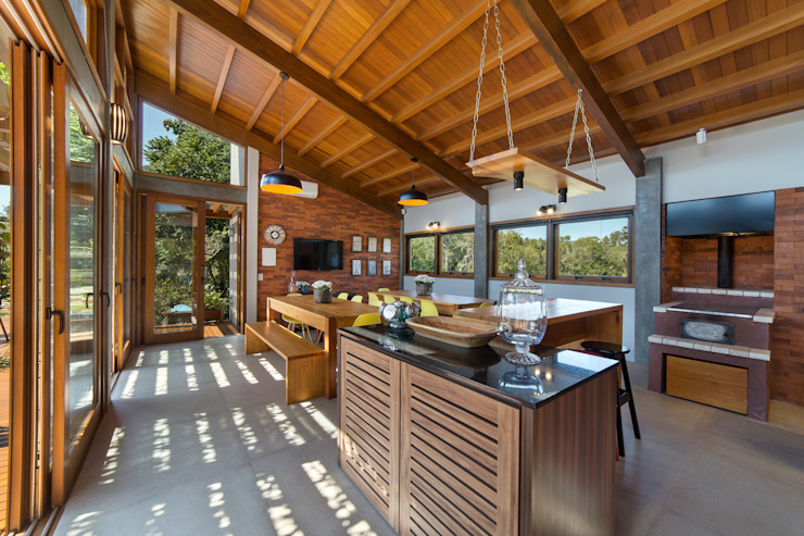 Rustic style dining room by Arqsoft Arquitetura e Engenharia LTDA Rustic