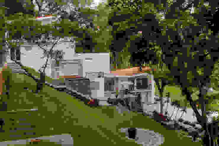 Giardino anteriore in stile  di GRUPO WALL ARQUITECTURA Y DISEÑO SA DE CV, Minimalista Pietra