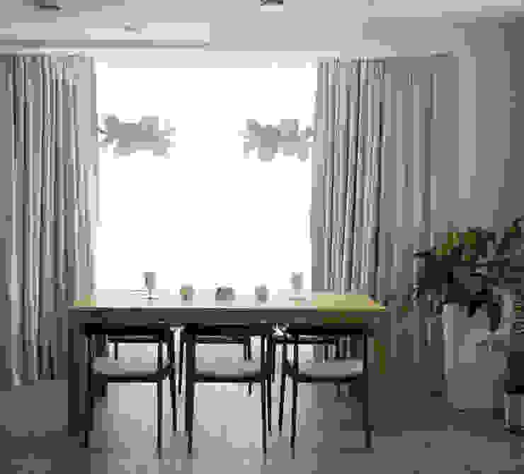 Загородный дом в Юкках Столовая комната в стиле минимализм от Wide Design Group Минимализм
