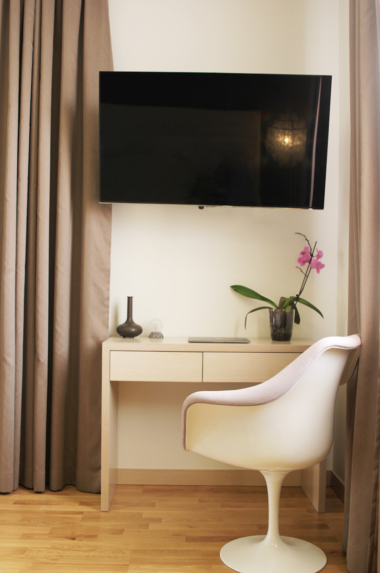 Загородный дом в Юкках Спальня в стиле минимализм от Wide Design Group Минимализм