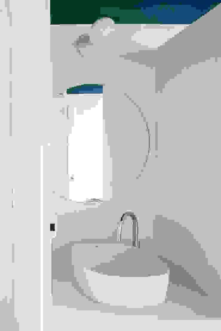 Baño Baños de estilo minimalista de Eeestudio Minimalista