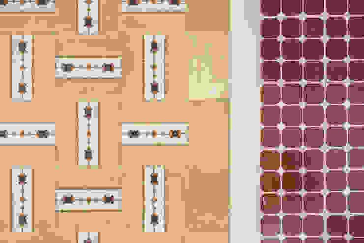 Detalle suelo pasillo-cocina de Eeestudio Minimalista