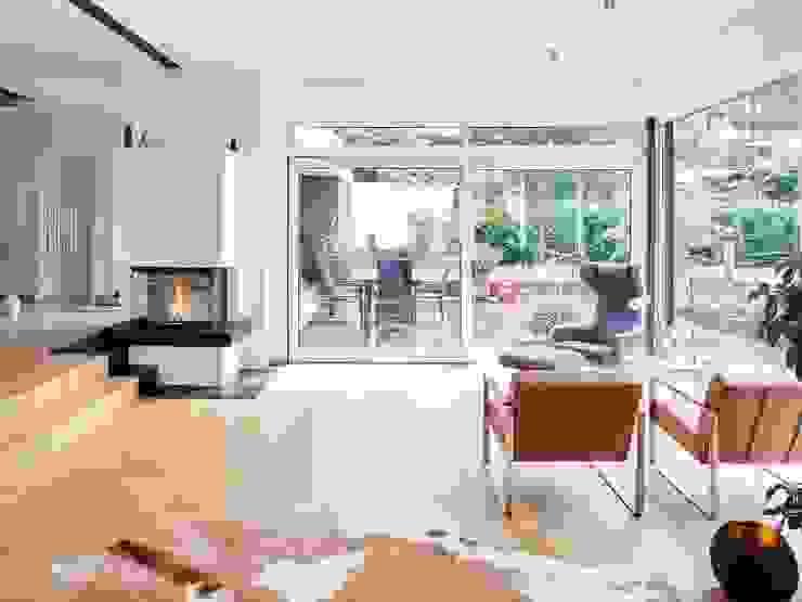 seyfarth stahlhut architekten bda PartGmbB Modern living room Wood White