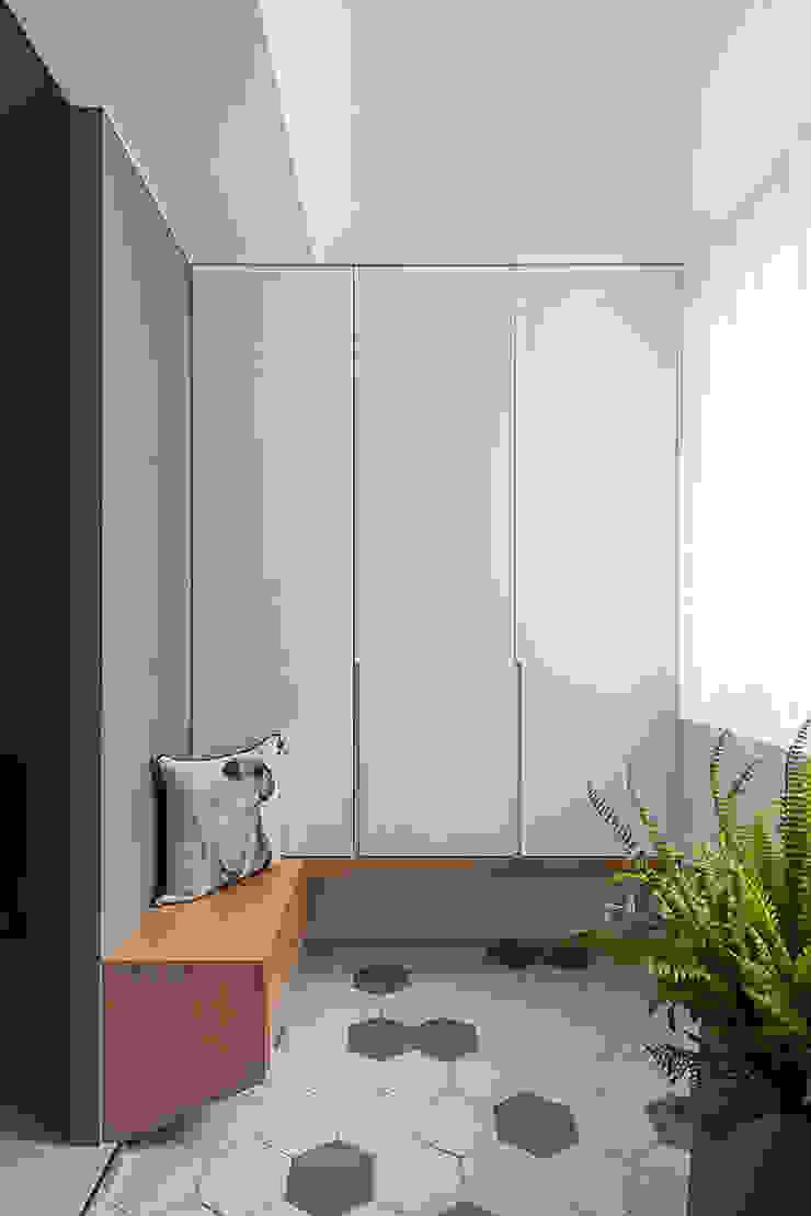 Rebrith 斯堪的納維亞風格的走廊,走廊和樓梯 根據 知域設計 北歐風