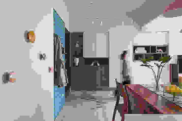 微甜莫蘭迪 斯堪的納維亞風格的走廊,走廊和樓梯 根據 知域設計 北歐風