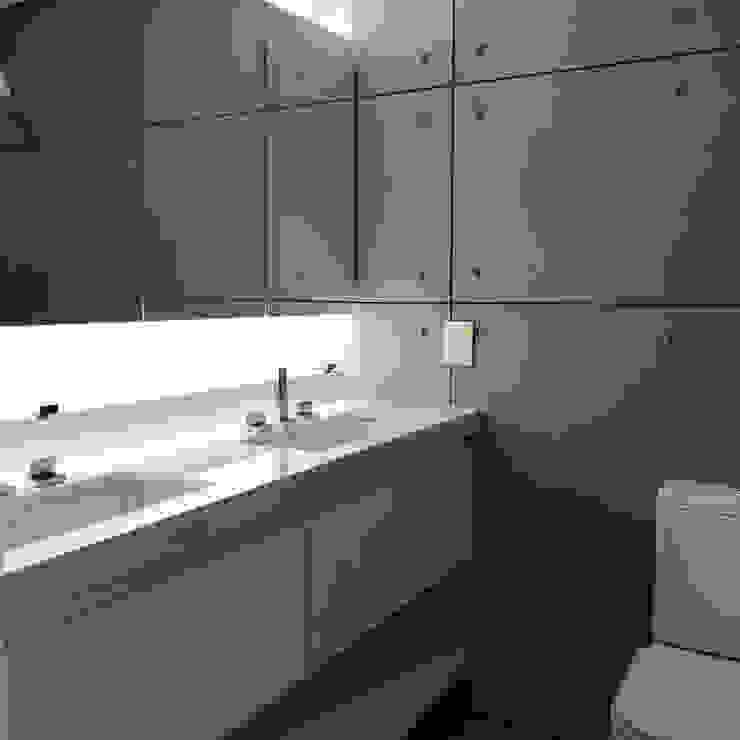 Banheiro da suíte Banheiros modernos por JBENARQ Moderno Concreto reforçado