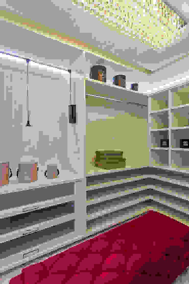 Apartamento Chanel Closets por Designer de Interiores e Paisagista Iara Kílaris Moderno