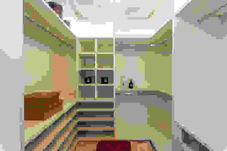 Ruang Ganti Modern Oleh Designer de Interiores e Paisagista Iara Kílaris Modern