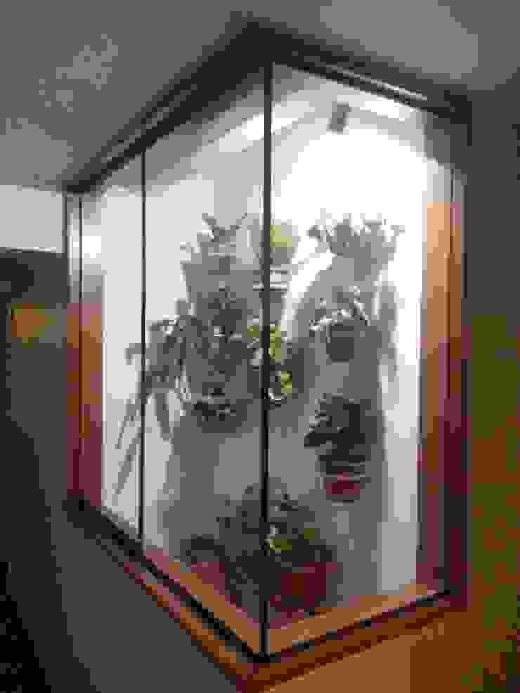 Ductos con vegetacion de Actio arquitectos Ecléctico Cerámica