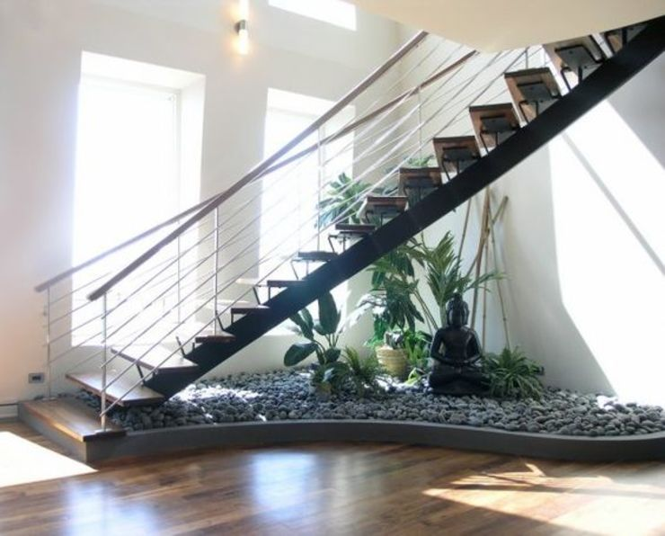 decoración bajo escaleras: Escaleras de estilo  por Viviendo Verde, Asiático