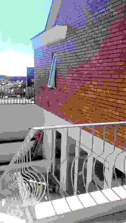 por Brassea Mancilla Arquitectos, Santiago Clássico Concreto reforçado