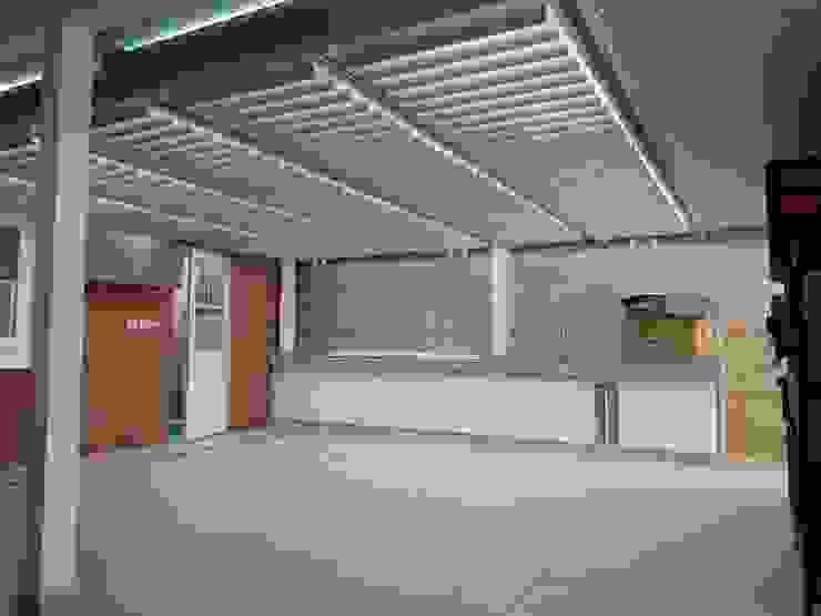 Varandas, alpendres e terraços clássicos por Brassea Mancilla Arquitectos, Santiago Clássico Ferro/Aço