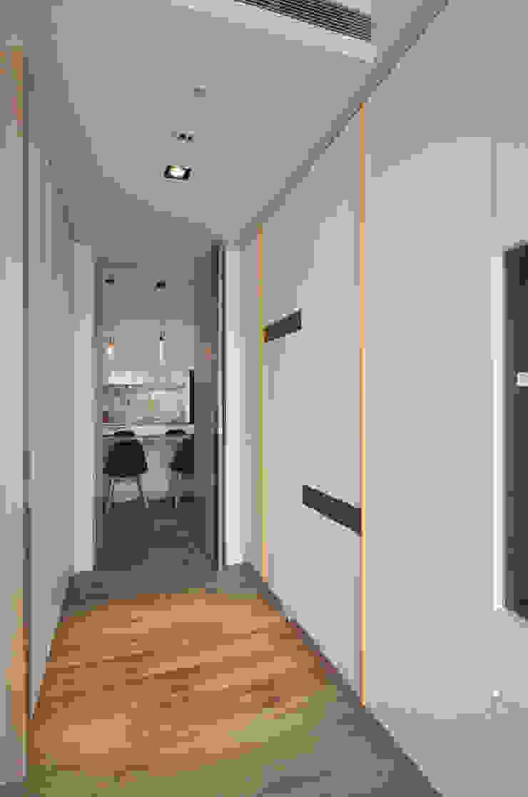清新暖意 斯堪的納維亞風格的走廊,走廊和樓梯 根據 邑舍室內裝修設計工程有限公司 北歐風