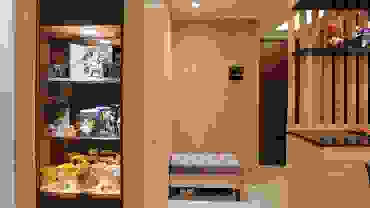 享受兩人世界的自在生活 現代風玄關、走廊與階梯 根據 青築制作 現代風