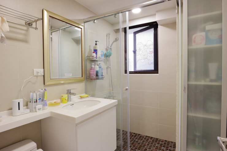 享受兩人世界的自在生活 現代浴室設計點子、靈感&圖片 根據 青築制作 現代風