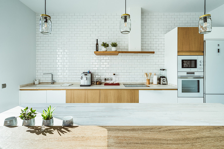 OOIIO Arquitectura Modern style kitchen Wood White