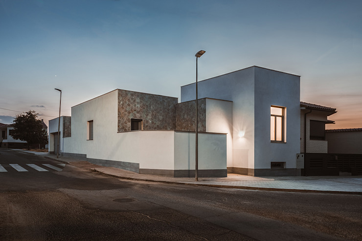 OOIIO Arquitectura Single family home Chipboard White