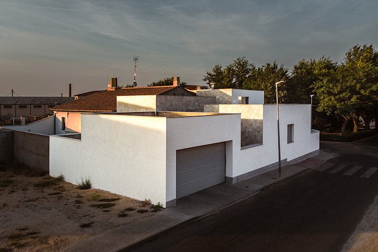 OOIIO Arquitectura Modern houses Chipboard White