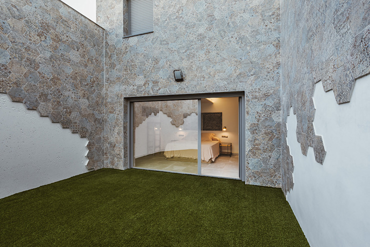 by OOIIO Arquitectura Modern Ceramic