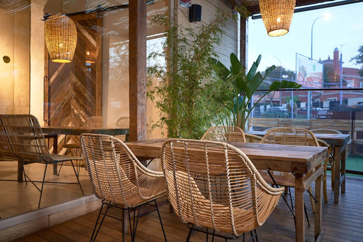 Gastronomia in stile tropicale di MisterWils - Importadores de Mobiliario y departamento de Proyectos. Tropicale