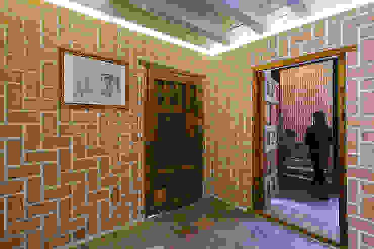 Reforma integral de edificio rural. OOIIO Arquitectura Estudios y despachos de estilo rústico Ladrillos Naranja