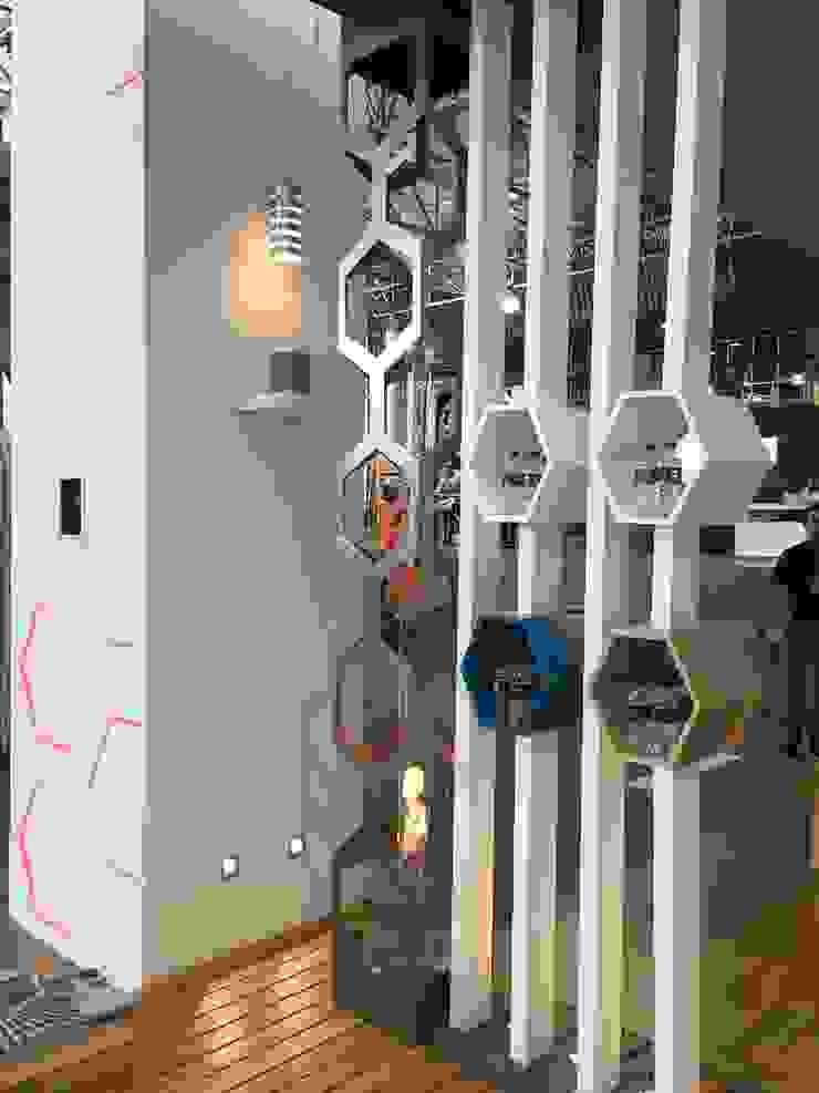 Chimenea vertical Salas de estilo moderno de Hogares Inteligentes Moderno
