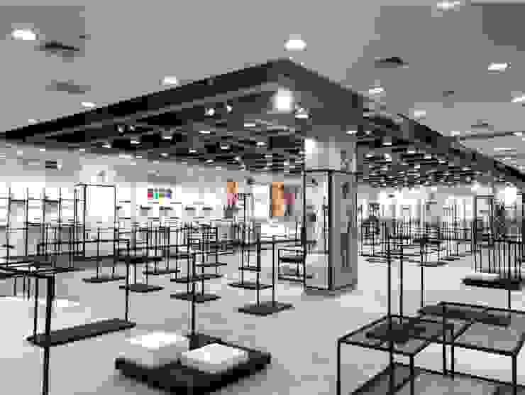 Implementación de tienda de Fiorani Arquitectos Moderno