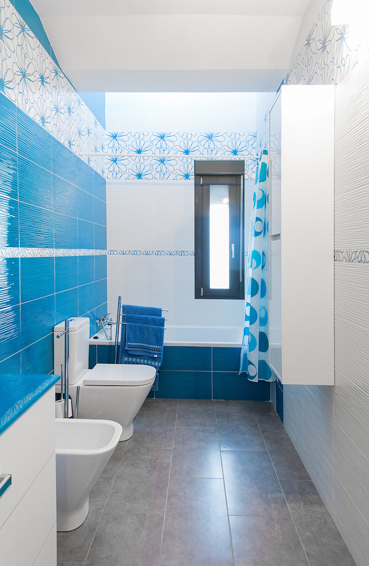 OOIIO Arquitectura Modern style bathrooms Ceramic Blue
