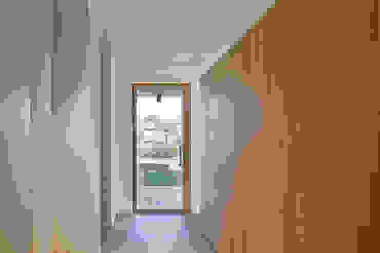 Столовая комната в стиле модерн от MIDE architetti Модерн
