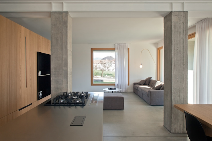 Modern walls & floors by MIDE architetti Modern